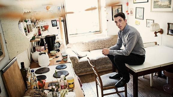 Der Leipziger Musiker Lot in seiner Küche