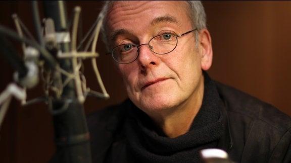 """Der Schriftsteller  Jens Sparschuh bei den Aufnahmen für sein Feature """"Fürst v. Bismarck für Feierlichkeiten zu vermieten"""", Februar 2015"""