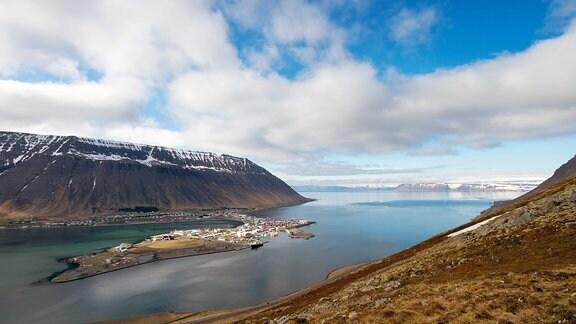 Die Stadt Isafjordur auf dem Wesfjords Halbinsel im nördlichen Island.