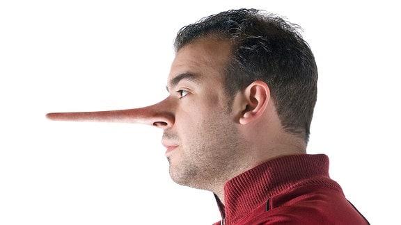 Ein Mann mit einer langen Nase im Profil