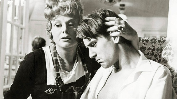 Shelley Winters und Robert de Niro in Bloody Mama
