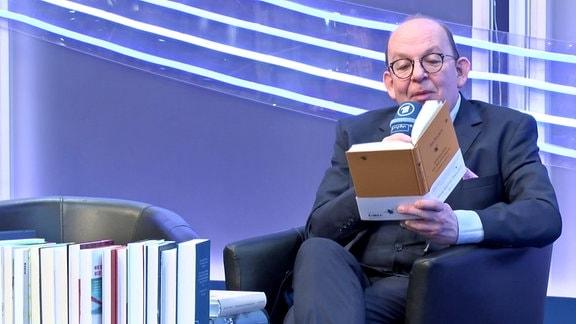 Denis Scheck gibt einen Überblick über aktuelle Bestseller auf der Leipziger Buchmesse.