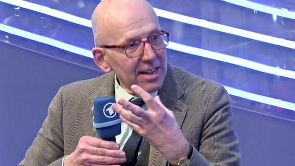 Heinz Bude spricht über sein Buch 'Adorno für Ruinenkinder' auf der Leipziger Buchmesse.