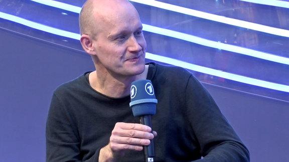 Arno Geiger spricht über sein Buch 'Unter der Drachenwand' auf der Leipziger Buchmesse.