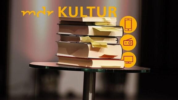 Bücher mit Lesezeichen und dem MDR KULTUR-Logo