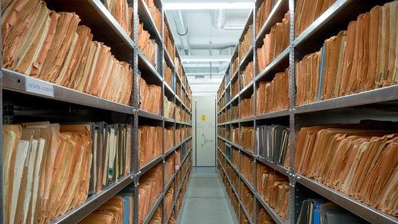 Archiv-Regale