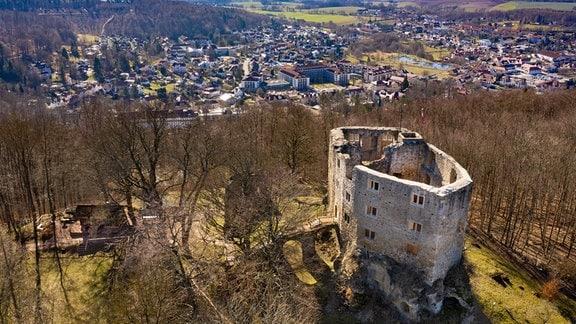 Die Burgruine Liebenstein liegt nördlich oberhalb des Kurortes Bad Liebenstein auf dem Schloss- bzw. Burgberg.