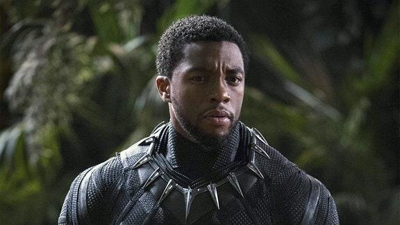 "Filmszene - Chadwick Boseman in seiner Rolle als ""Black Phanter""."