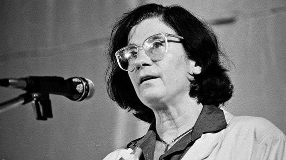 Christa Wolf bei einer Veranstaltung in der Ost-Berliner Erlöserkirche im Oktober 1989