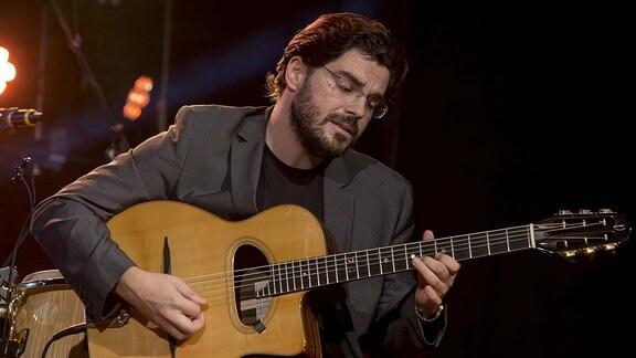 Gitarrist Joscho Stephan beim Abschluߟabend der Jazztage Dresden 2015 Erlwein Capitol.