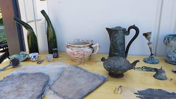Flaschen, Kannen und Krüge aus einer Ausgrabung.