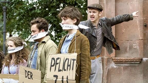 junge menschen demonstrieren