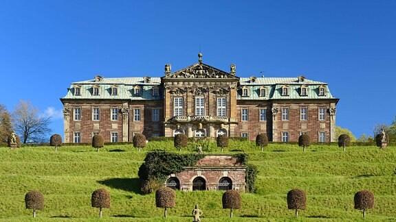 Schloss Burgscheidungen mit in Terassen angelegtem Barock Schloßgarten, Unstruttal,