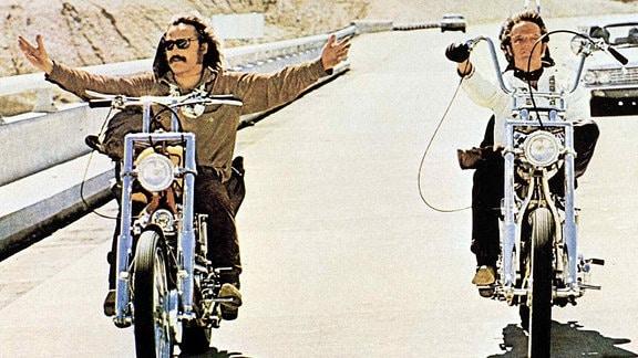 Filmszene: Dennis Hopper und Peter Fonda auf ihren Bikes