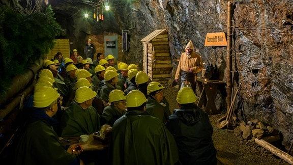 Besucher im Zinngrube Ehrenfriedersdorf Besucherbergwerk und Mineralogisches Museum