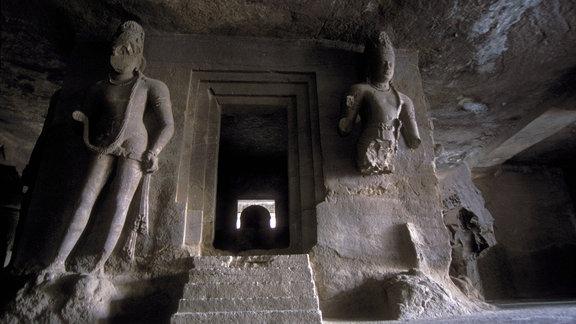Hindu-Statuen im Höhlentempel auf der Insel Elephanta - bei Bomba