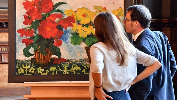 """Das Gemälde """"Begonien"""" von Emil Nolde (1867-1956) wird im Rathausfestsaal der Öffentlichkeit präsentiert."""