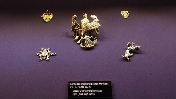 Schließen mit heraldischen Motiven