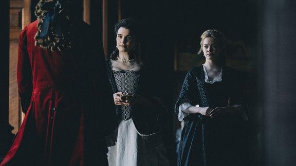 Rachel Weisz (Lady Sarah), Emma Stone (Abigail)