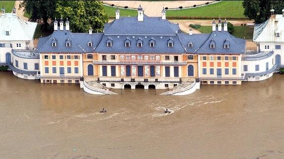 Jahrhundertflut 2002: Wasserpalais Schloss Pillnitz