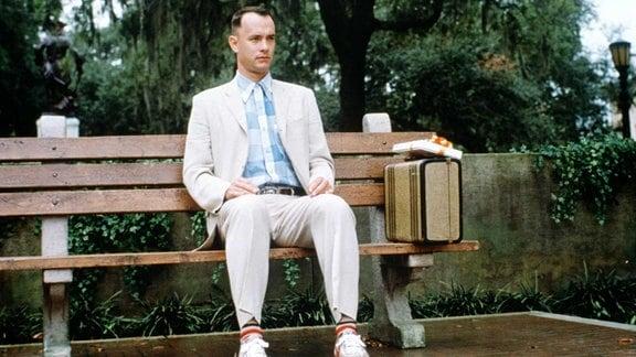 Tom Hanks als Forrest Gump auf der berühmten Parkbank.