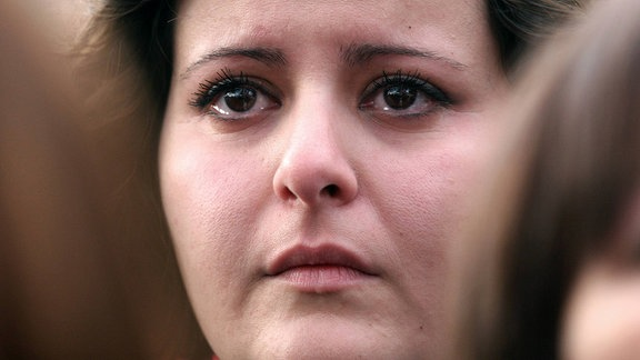 Eine Frau mit Tränen in den Augen