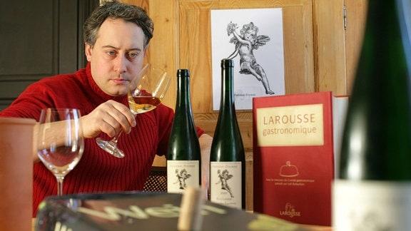 Frédéric Fourré prüft 2006 einen Weißwein.