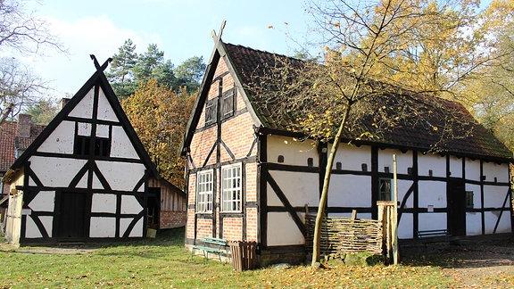 Freilichtmuseum Diesdorf - Backhaus und Speicher im Herbst