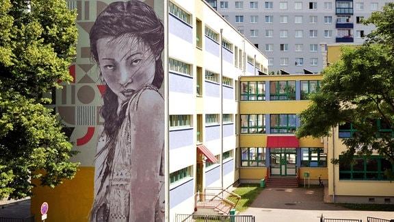Graffito an einer Fassade in Halle-Neustadt