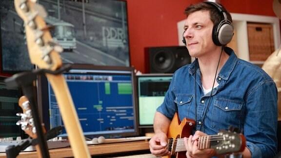 Andreas Moisa ist Gitarrist mit langjähriger Bühnen- und Studio-Erfahrung