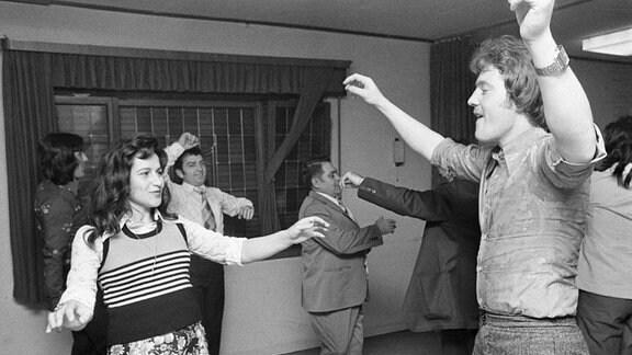 Griechen tanzen den Sirtaki in Oberhausen