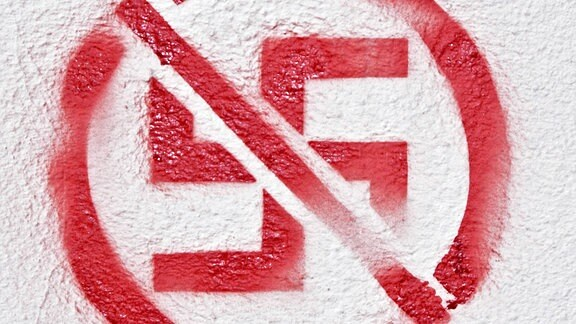 Durchgestrichenes rotes Hakenkreuz