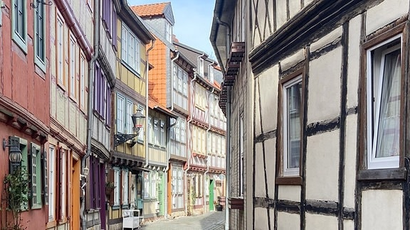 Gasse mit Fachwerkhäusern in Halberstadt