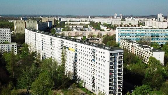 Verschiedene Plattenbauten in Halle Neustadt.