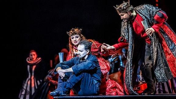 Gustavo Peña (Hamlet), Katerina Hebelkova (Gertrude), Pierre-Yves Pruvot (Claudius)