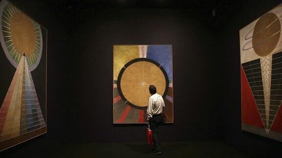 Gemälde in einer Ausstellung von der schwedischen Malerin Hilma af Klint