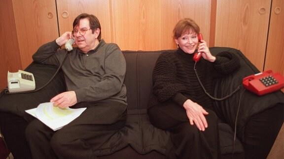 """Angelica Domröse(re) und Gerd Baltus bei Aufnahmen zum Hörspiel """"Am Sexophon: Esmeralda"""""""