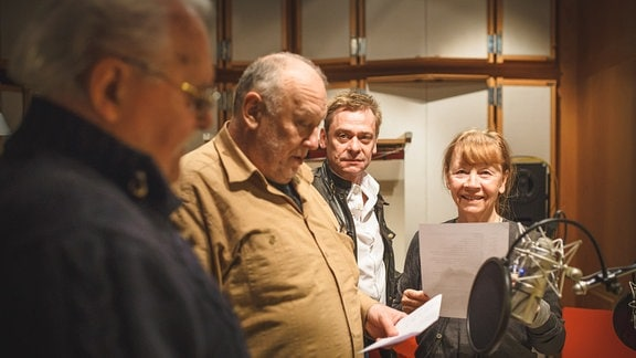 "Hörspielproduktion ""Todsicher"" am 10.04.2015 - im Bild: Walter Niklaus, Thomas Thieme, Sylvester Groth, Jutta Hoffmann (v.l.)"