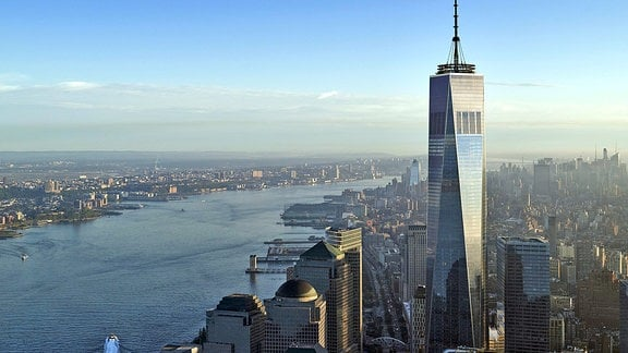 One World Trade Center und der Hudson River in New York