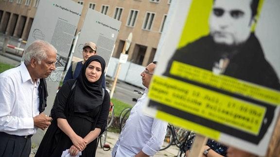 Kundgebung vor dem Berliner Polizeipraesidium am Montag den 10. Juli 2017 anlässlich der Einstellung des Verfahrens gegen Polizisten, welche im September 2016 den irakischen Fluechtling Hussam Fadl Hussein bei einem Polizeieinsatz erschossen haben.