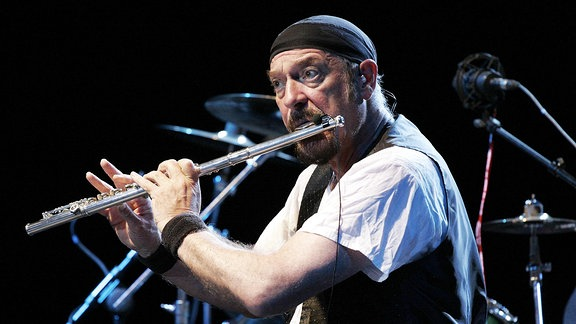 Ian Anderson spielt Querflöte