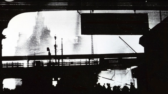 Dresden Hauptbahnhof nach der Bombennacht