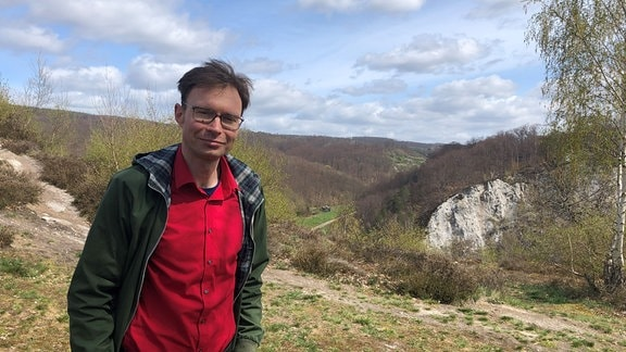 Schriftsteller Jan Volker Röhnert im Karst bei Questenberg, 2021