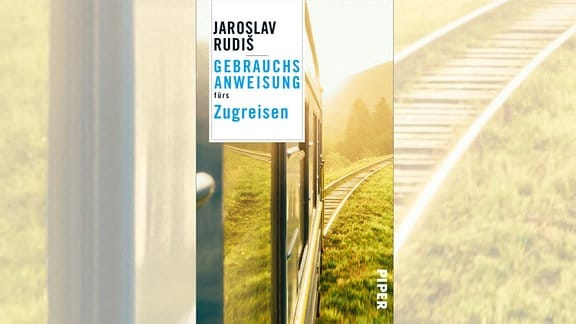 """Blick aus dem Zugfenster auf dem Cover von """"Gebrauchsanweisung fürs Zugfahren"""" von Autor Jaroslav Rudiš."""
