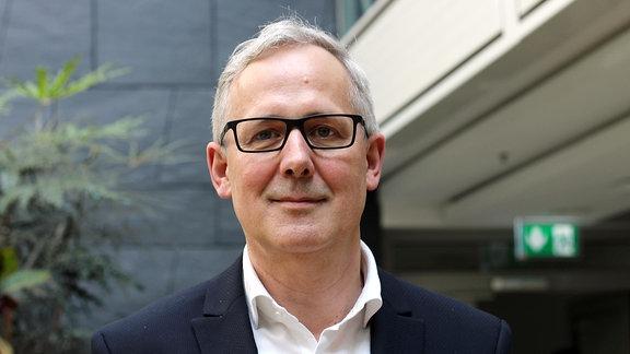 Joachim Klement, der Intendant des Staatsschauspiel Dresden, bei MDR KULTUR trifft, am 21. April 2018