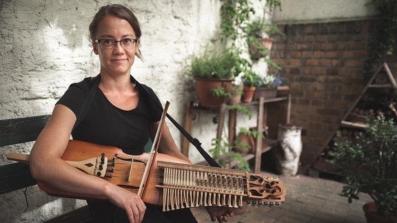Johanna Isselstein, Nickelharpabauerin
