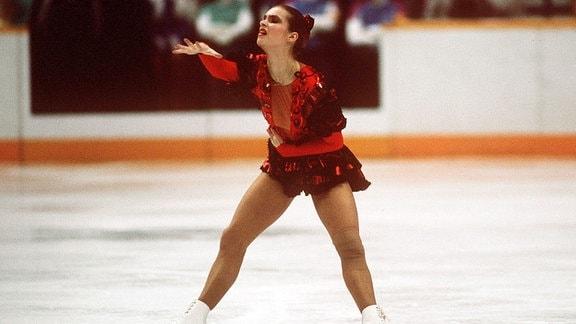 Katarina Witt (DDR) stirbt als Carmen auf dem Eis