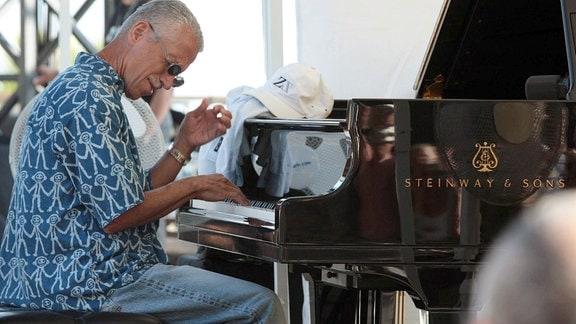 Keith Jarrett am Flügel.