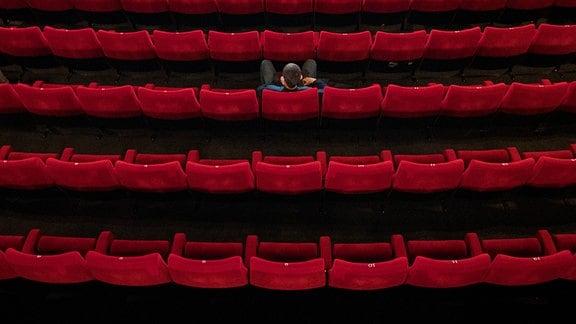 Fast leerer Kinosaal