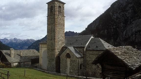 Kirche von Cimalmotto im Valle di Campo 2003